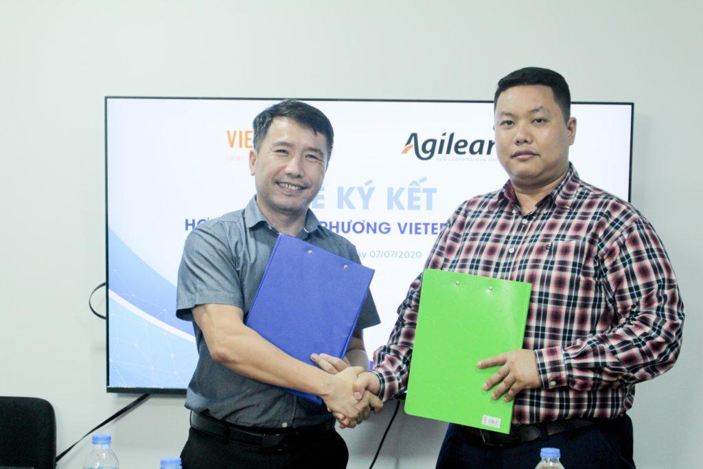 Ông Phạm Ngọc Hiếu và ông Lưu Trọng Hiếu ký kết hợp tác